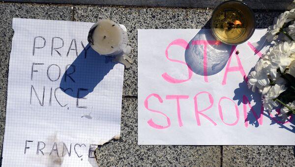 A Mosca si commemora le vittime della strage a Nizza - Sputnik Italia