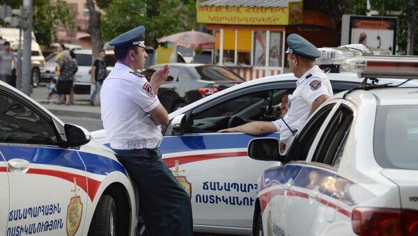 Сотрудники правоохранительных органов в Ереване - Sputnik Italia