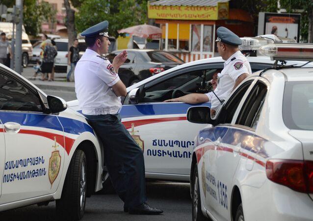 Poliziotti a Yerevan
