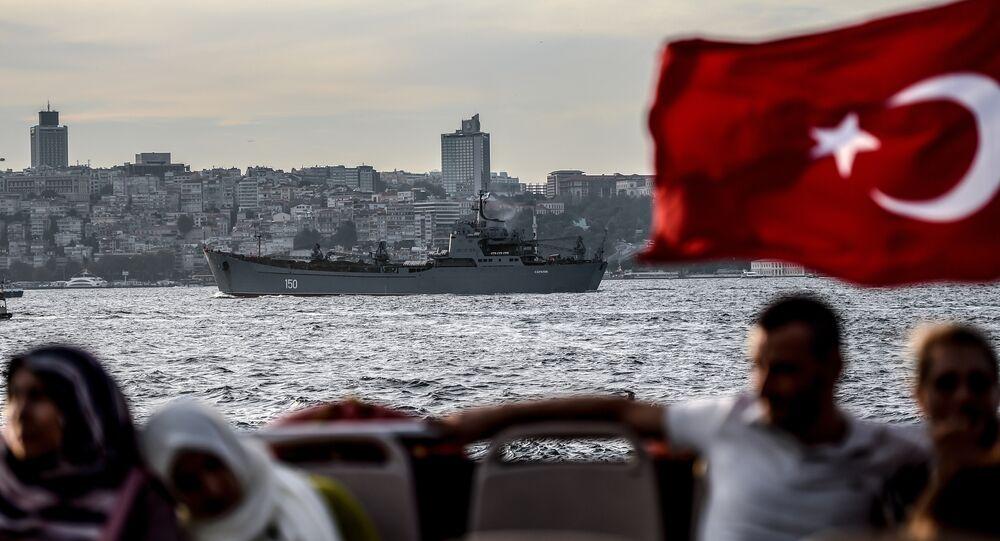 Bandiera turca sul Bosforo