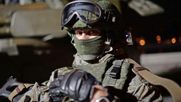 Военнослужащий на фестивале Армия России в Москве - Sputnik Italia