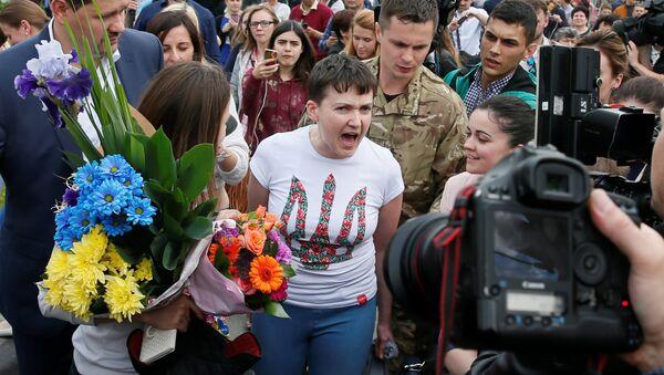 Nadia Savchenko accolta a Kiev dopo la scarcerazione - Sputnik Italia