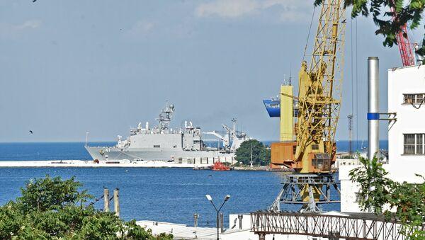 Nave da sbarco USA Whidbey Island al porto di Odessa - Sputnik Italia