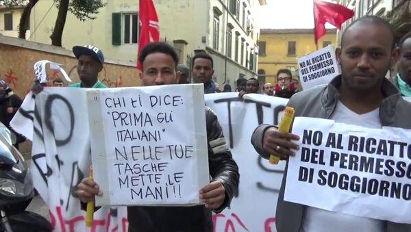 Immigrati protestano contro il trattamento riservato a loro in Italia - Sputnik Italia