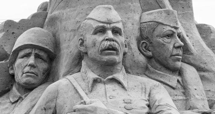 Le perdite umane dell`URSS sono 27 milioni di cittadini sovietici contro 427mila americani, 412mila britannici e 5 milioni di tedeschi.