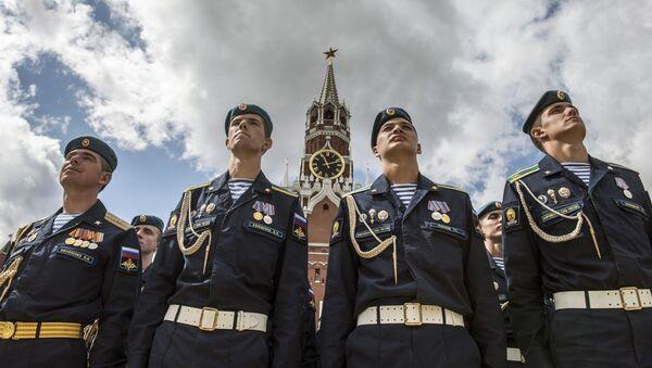 2 agosto, il giorno dei paracadutisti russi - Sputnik Italia
