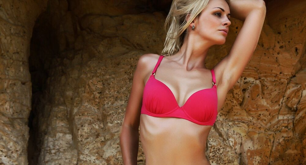 Modella in bikini