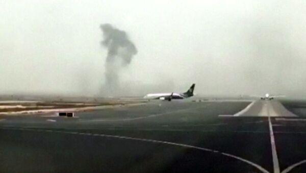 Smoke rising after an Emirates flight crash landed at Dubai International Airport - Sputnik Italia