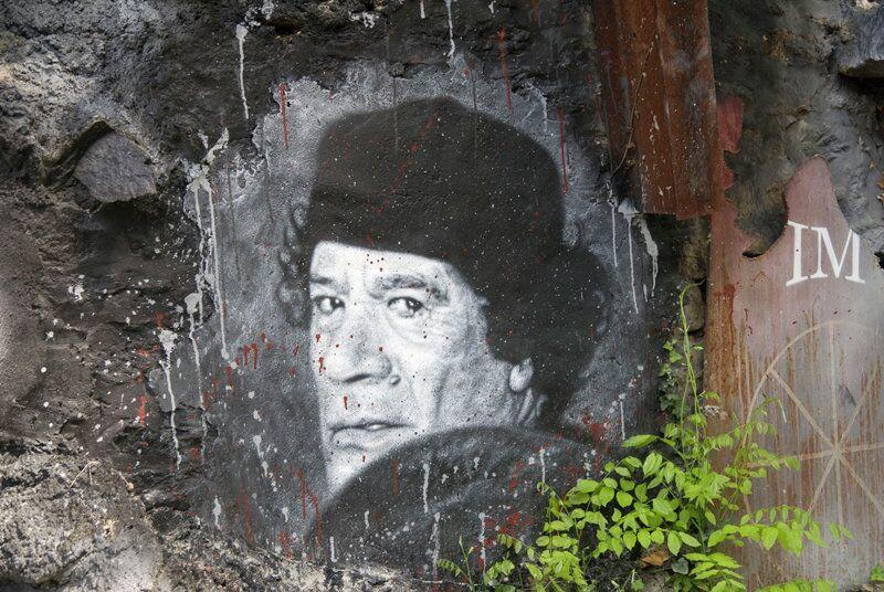 Murale con il ritratto di Gheddafi