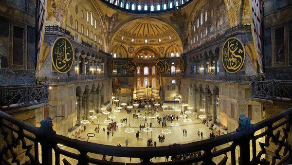 L'interno della basilica di Santa Sophia a Istanbul - Sputnik Italia