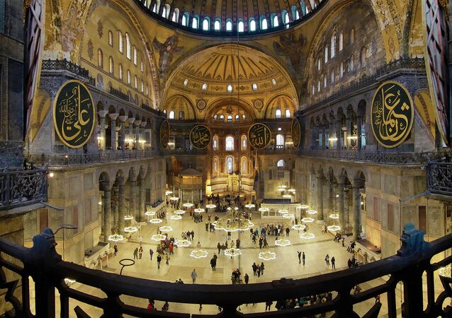 L'interno della basilica di Santa Sophia a Istanbul