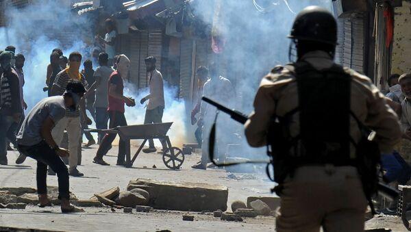 Столкновение кашмирских мусульман и индийской полиции в городе Сринагар, Индия - Sputnik Italia