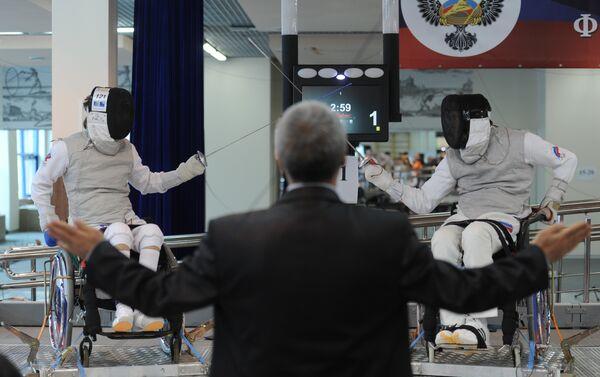 Un duello ai campionati russi di scherma paralimpica - Sputnik Italia