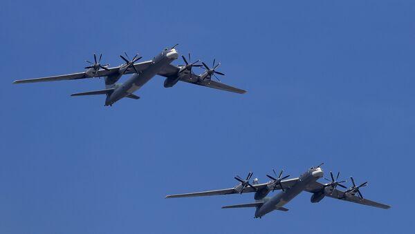 Стратегические бомбардировщики-ракетоносцы Ту-95МС - Sputnik Italia