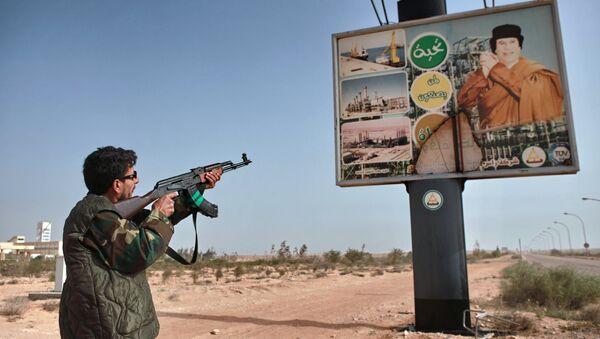 Poster con l'immagine di Gheddafi - Sputnik Italia