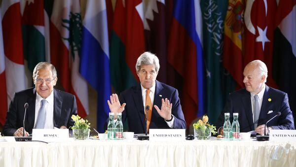 Sergey Lavrov, John Kerry e Staffan de Mistura - Sputnik Italia