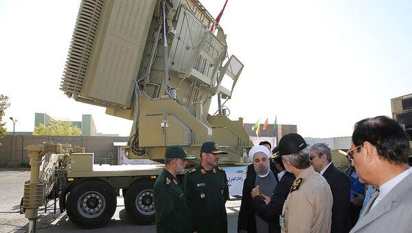 Presidente Hassan Rouhani e ministro Difesa Hossein Dehghan davanti al sistema Bavar-373 - Sputnik Italia
