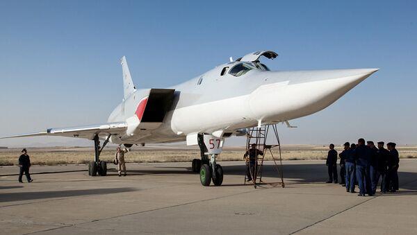 Bombardiere russo Tu-22M3 presso la base iraniana di Hamedan nell'agosto 2016 - Sputnik Italia