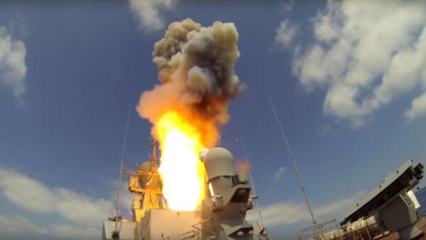 Lancio del missile Kalibr dal mar Mediterraneo - Sputnik Italia