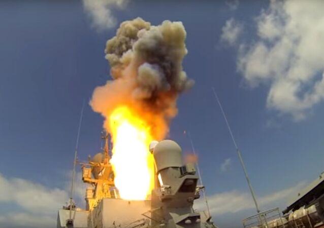 Lancio del missile Kalibr dal mar Mediterraneo