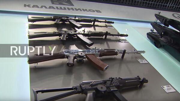 Negozio di souvenir Kalashnikov - Sputnik Italia