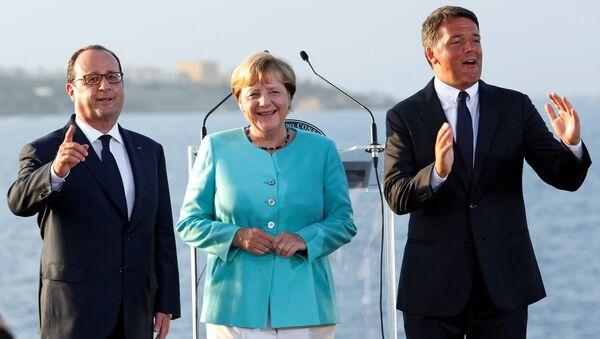 Matteo Renzi, Angela Merkel e Francois Hollande a Ventotene - Sputnik Italia