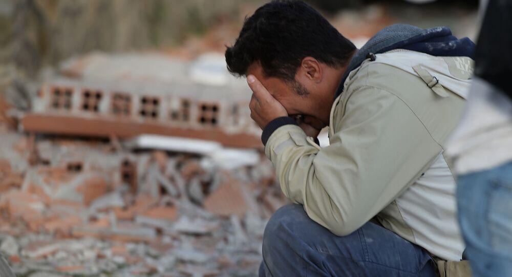 Disperazione di fronte alle devastazioni del terremoti ad Amatrice