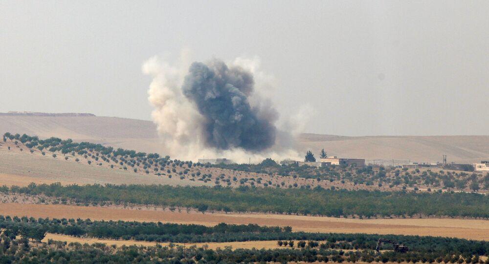 Bombardamenti turchi sulla città siriana di Jarablus occupata dal Daesh