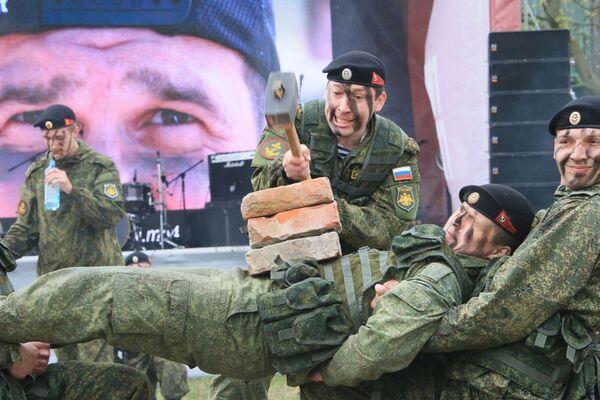 I soldati russi si preparano per la Corsa degli Eroi. - Sputnik Italia