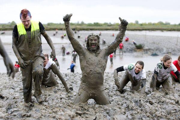 Il vincitore dell'annuale Maldon Mud Race in Inghilterra. - Sputnik Italia