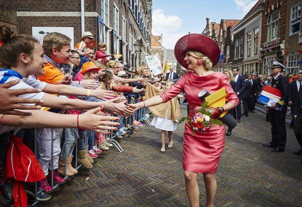 La regina olandese incontra i suoi sudditi. - Sputnik Italia