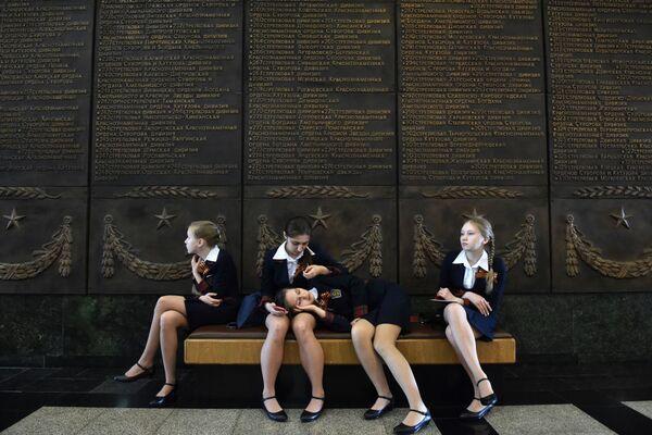 Studentesse al Museo della Grande Guerra Patriottica a Mosca. - Sputnik Italia