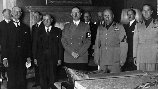 Hitler, Mussolini, Chamberlain e Daladier alla firma dell'accordo di Monaco. - Sputnik Italia