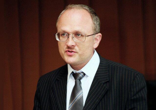 Oleg Nazarov, Dottore in Scienze Storiche e membro del Club Zinoviev dell'agenzia russa di stampa internazionale Rossiya Segodnya
