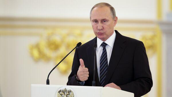Vladimir Putin parla alla cerimonia di premiazione degli atleti russi - Sputnik Italia