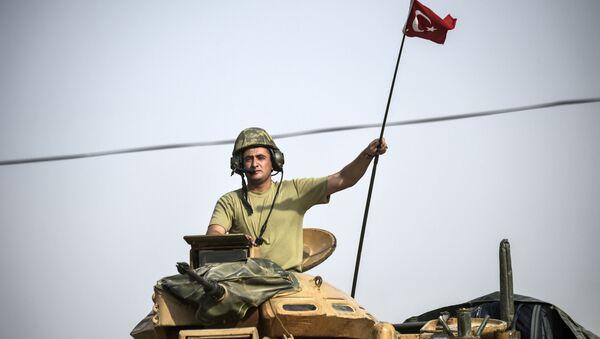 Soldato turco su un carro armato in Siria - Sputnik Italia