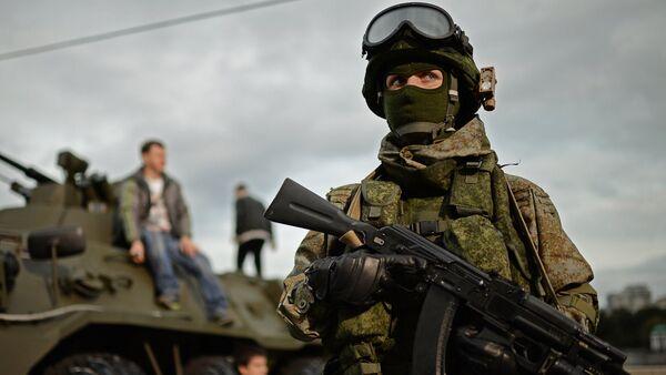 Soldato russo con equipaggiamento Ratnik - Sputnik Italia