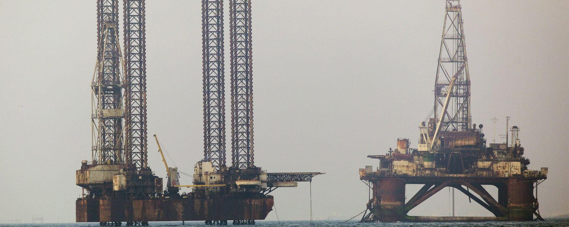 Estrazione petrolio nel Mar Caspio - Sputnik Italia, 1920, 20.07.2021