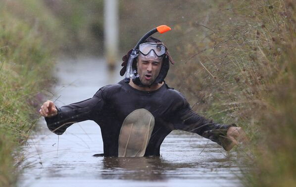 Il campionato del mondo di nuoto nel fango - Sputnik Italia