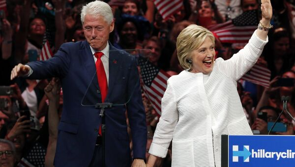 Bill Clinton e Hillary Clinton alla Convention dei Democratici - Sputnik Italia