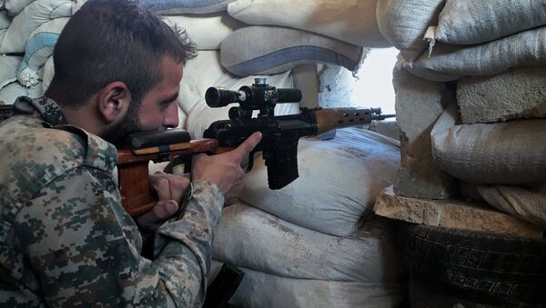 Syria. A Syrian Army soldier at the front line against a military logistics school in southern Aleppo - Sputnik Italia