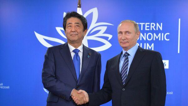 Shinzo Abe e Vladimir Putin - Sputnik Italia