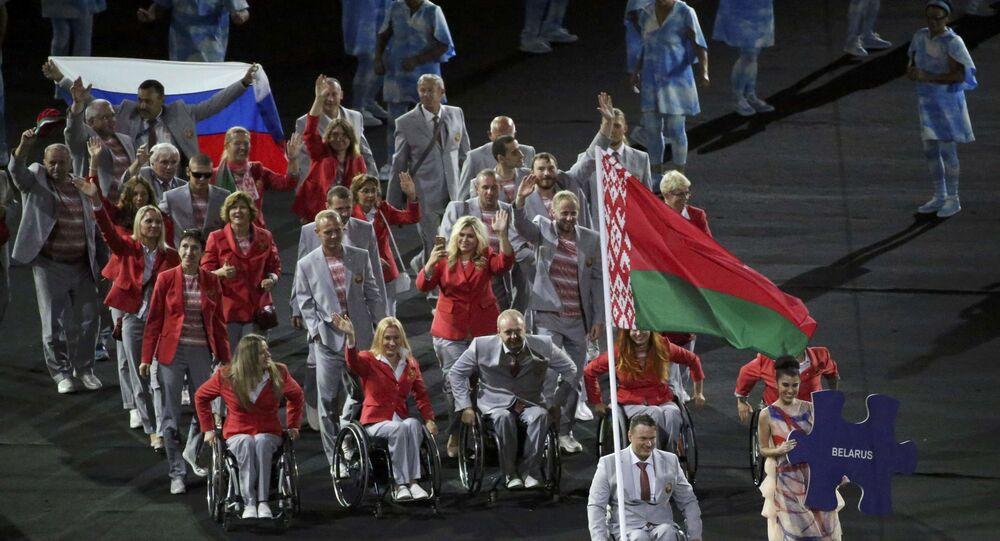 Paralimpiadi, atleta bielorusso porta la bandiera russa alla cerimonia di apertura