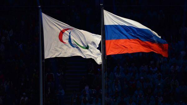 La bandiera russa e quella del Comitato Paralimpico Internazionale - Sputnik Italia