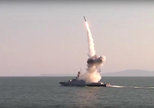 I test dei missili Calibr nel mar Caspio