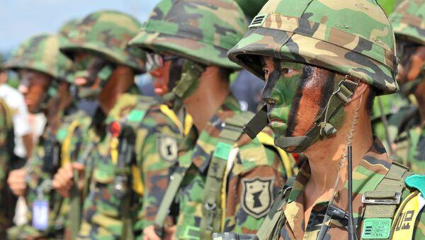 Южнокорейские солдаты во время антитеррористической тренировочной операции - Sputnik Italia