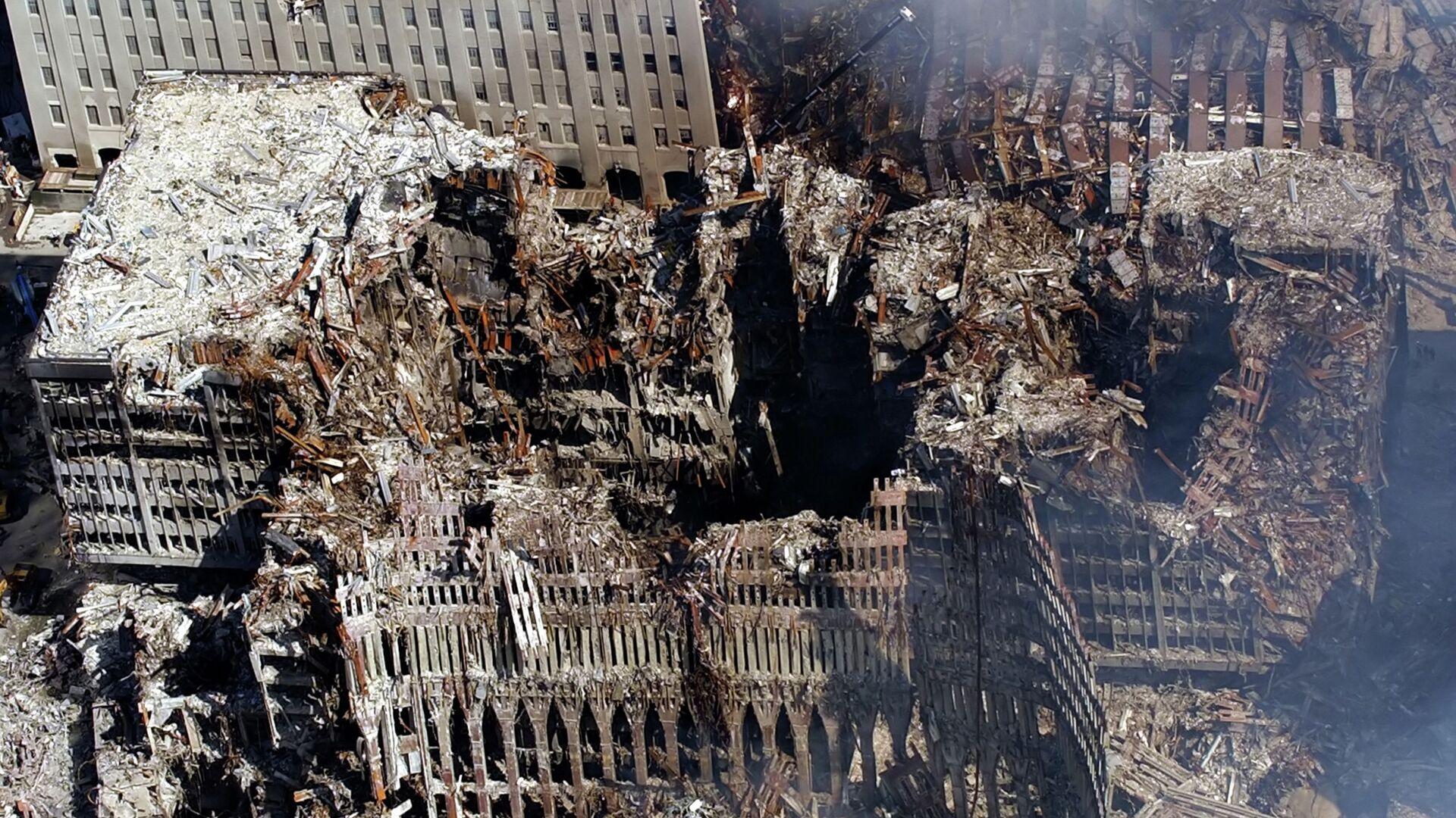 Torri Gemelle (Twin Towers) distrutte dopo attacco 11 settembre 2001 a New York - Sputnik Italia, 1920, 03.09.2021