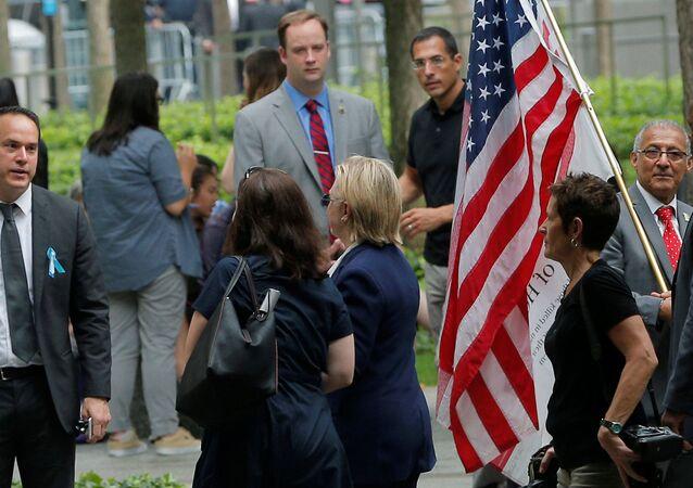 Hillary Clinton abbandona la cerimonia commemorativa delle vittime dell'11/9 a New York