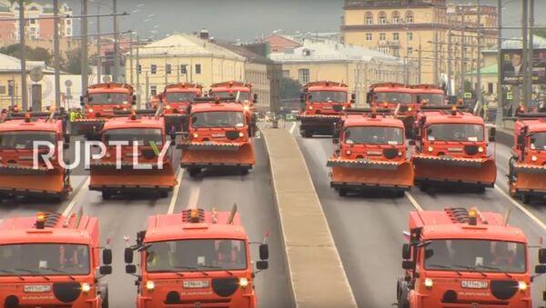 Parata dei veicoli comunali a Mosca - Sputnik Italia