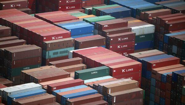 Container terminal in the port of Dalian, China - Sputnik Italia